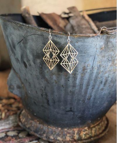 natural wood dueling diamonds earrings